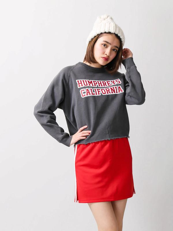 赤のミニスカート