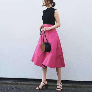 ピンクに合う色のコーデ術。ピンクを大人っぽく着こなすコツ