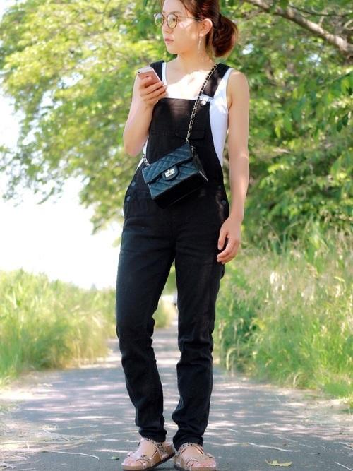 黒のサロペット