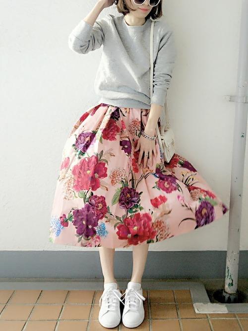 ピンクの柄スカート