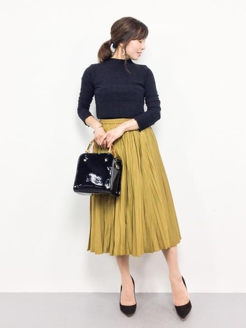 色黒に似合う黄色スカートコーデ