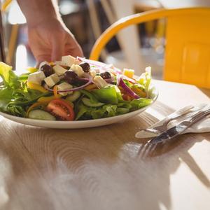 ボリュームも栄養も満点!都内で彩り豊かなサラダが食べられるカフェ4選
