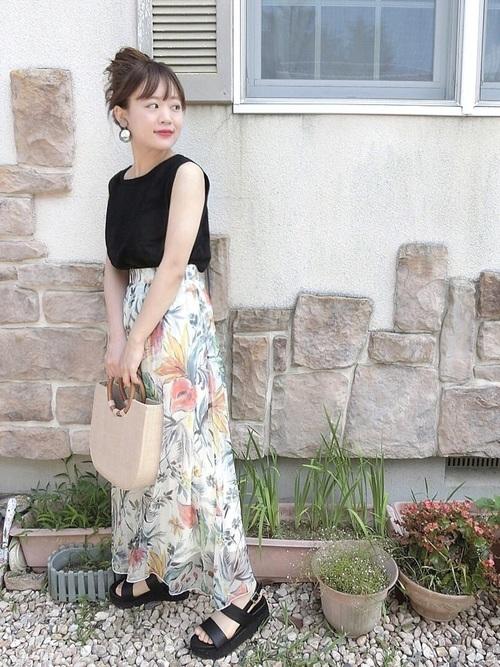 花柄スカートを使ったリゾートの服装