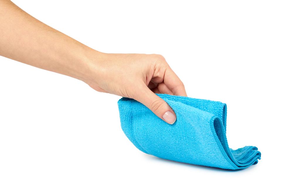 タオルを手にする人