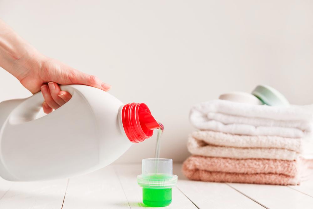 中性洗剤とタオル
