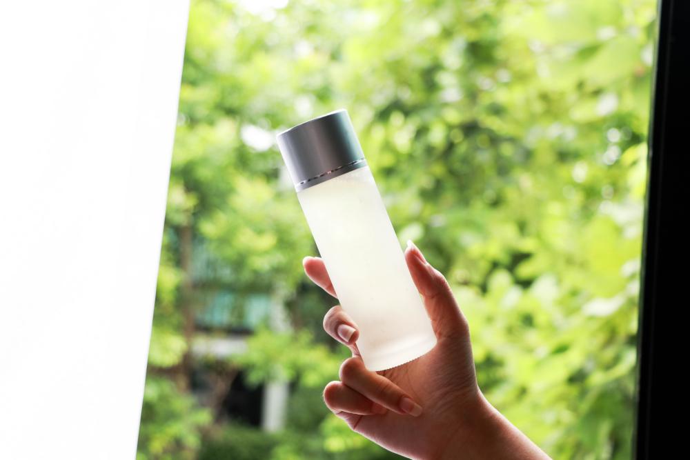 化粧水でたっぷりの水分補給を