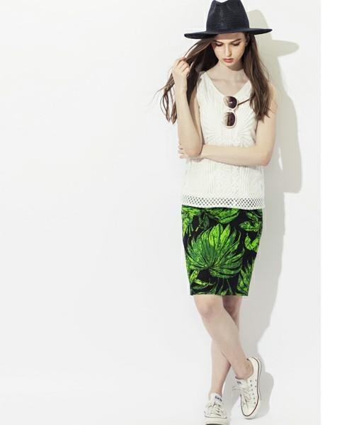 葉柄プリントタイトスカート