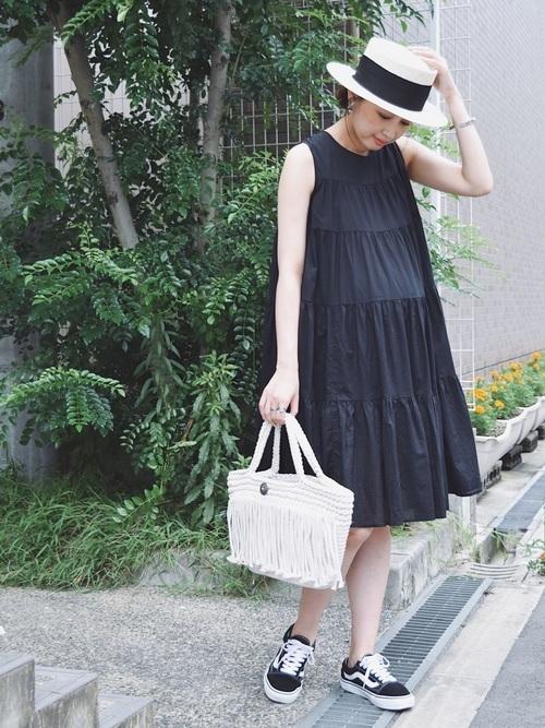 黒ワンピの涼しい服