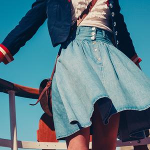 スカートの種類を解説|流行りのスカートから定番までまとめてご紹介
