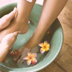 かかとの角質除去&保湿ケアでつるつる足を手に入れる♡