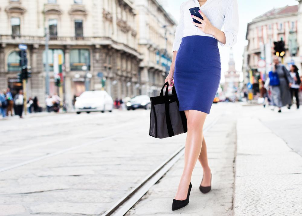 仕事へ向かう女性