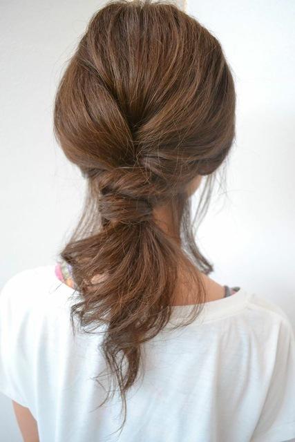 2段の結び目がポイントのノットヘアー