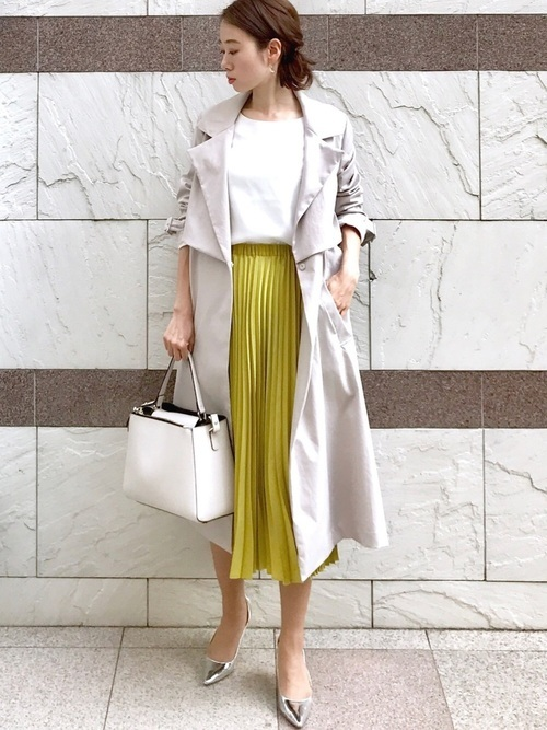 カラースカートの清楚コーデ