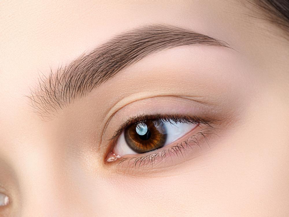 眉毛が整えられた女性