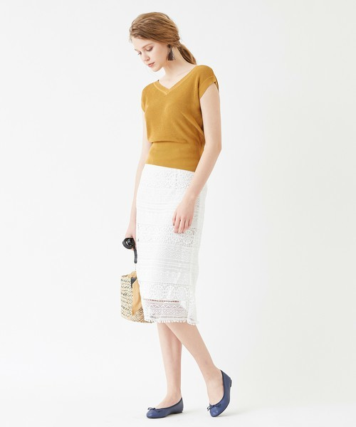 黄色ニット×タイトスカートのキレイめカジュアルコーデ