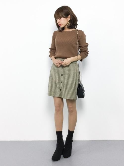 ミニスカート×ソックスブーツ