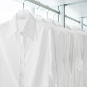 シャツの黄ばみの落とし方!白いシャツを長くキレイに着る方法とは