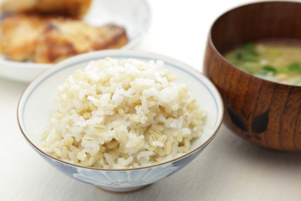 もち麦とお味噌汁