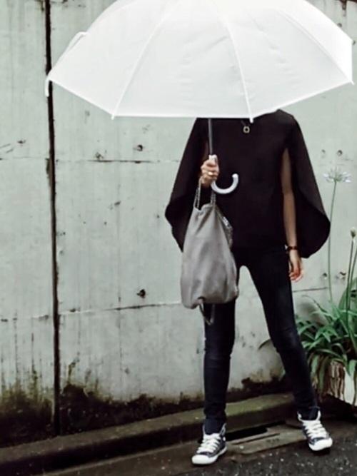 雨の日に便利なケープ付きブラウス