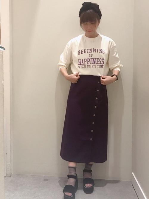 カジュアルなタイトスカートコーデ