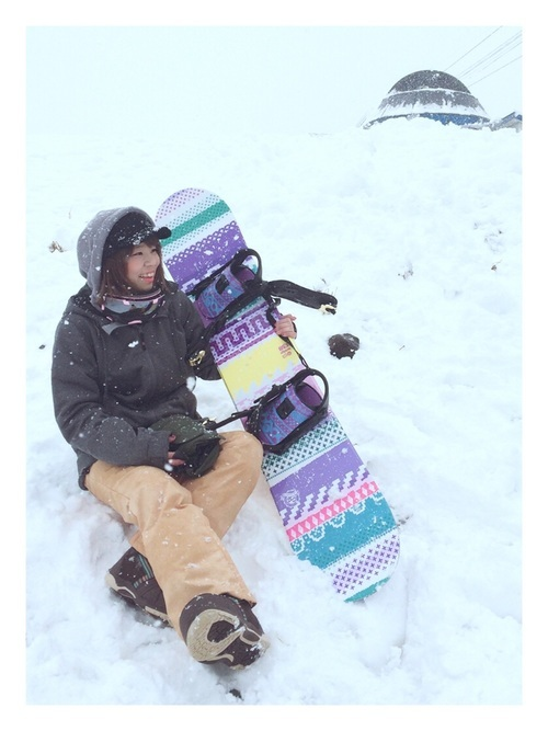 キャップを使ったスノーボードコーデ