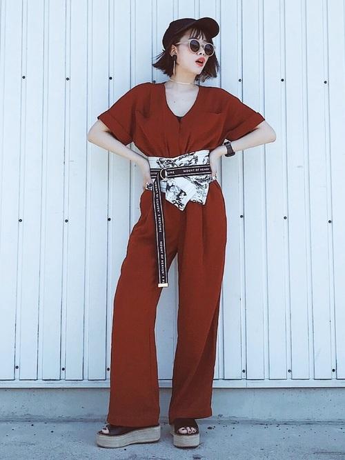 ジャンプスーツを使った60年代ファッションコーデ