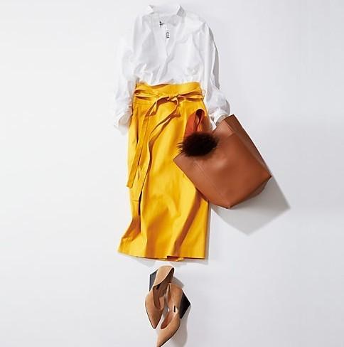 スキッパーデザインのTICCA(ティッカ)の白シャツスカートコーデ
