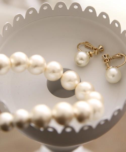 パールのネックレスとイヤリング